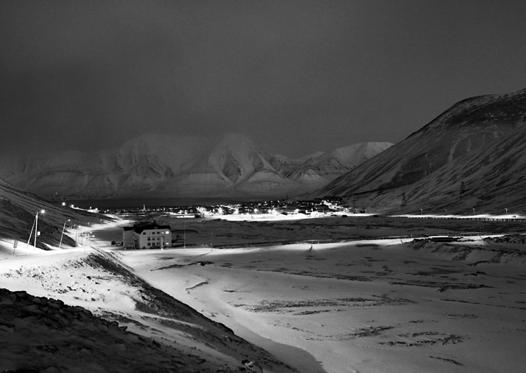 Longyearbyen. Pentax 645N, 645A-45mm, 20s, f/6,7, Fuji Neopan Acros 100, Caffenol-C-M